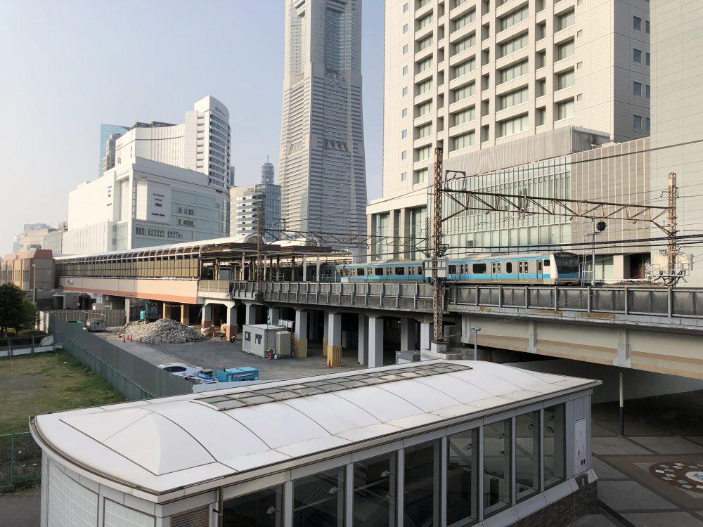 桜木町駅の関内側に建設中の新改札口とホテル