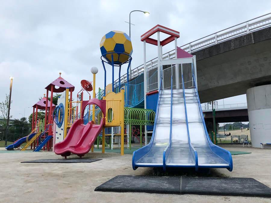 新横浜公園の遊具広場