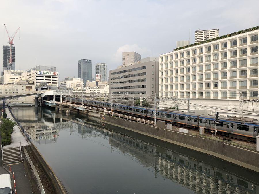 平沼橋から見える相鉄線と横浜駅