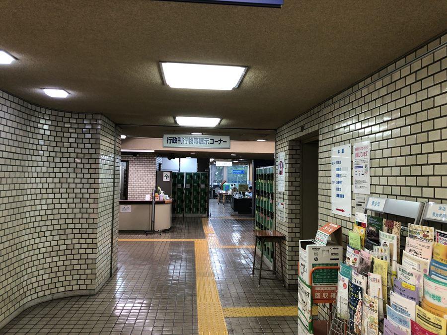 神奈川県立図書館(紅葉ヶ丘)の新館方面写真。