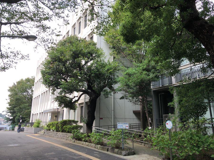 神奈川県立図書館(紅葉ヶ丘)新館の外観写真