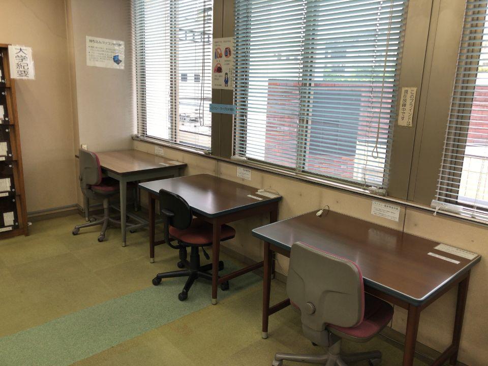 神奈川県立図書館の新館3Fにある閲覧室写真