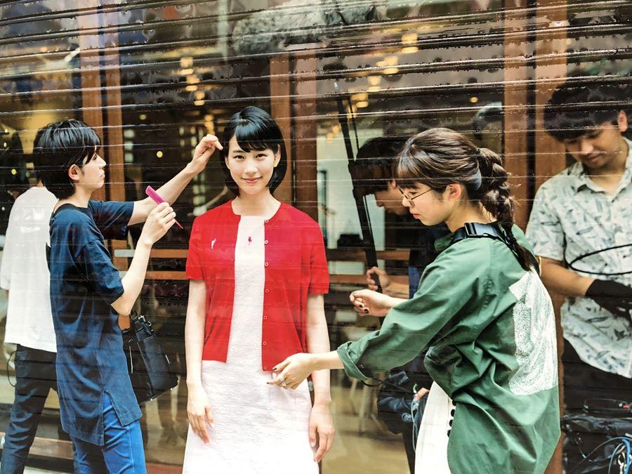 元町チャーミングセール(2018年9月)の広告「のん(能年玲奈)」シャッター