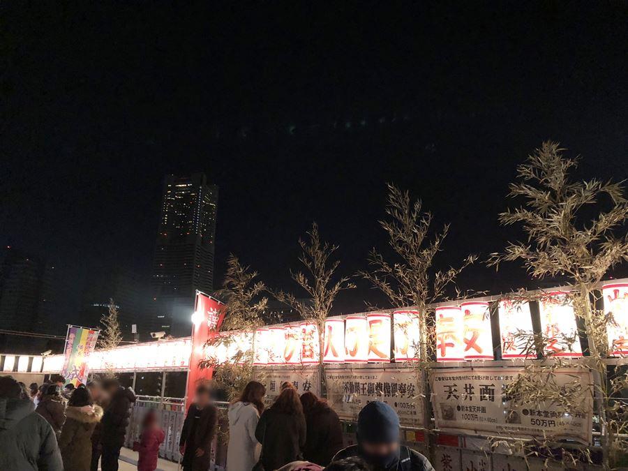 成田山横浜別院からみたランドマークタワー