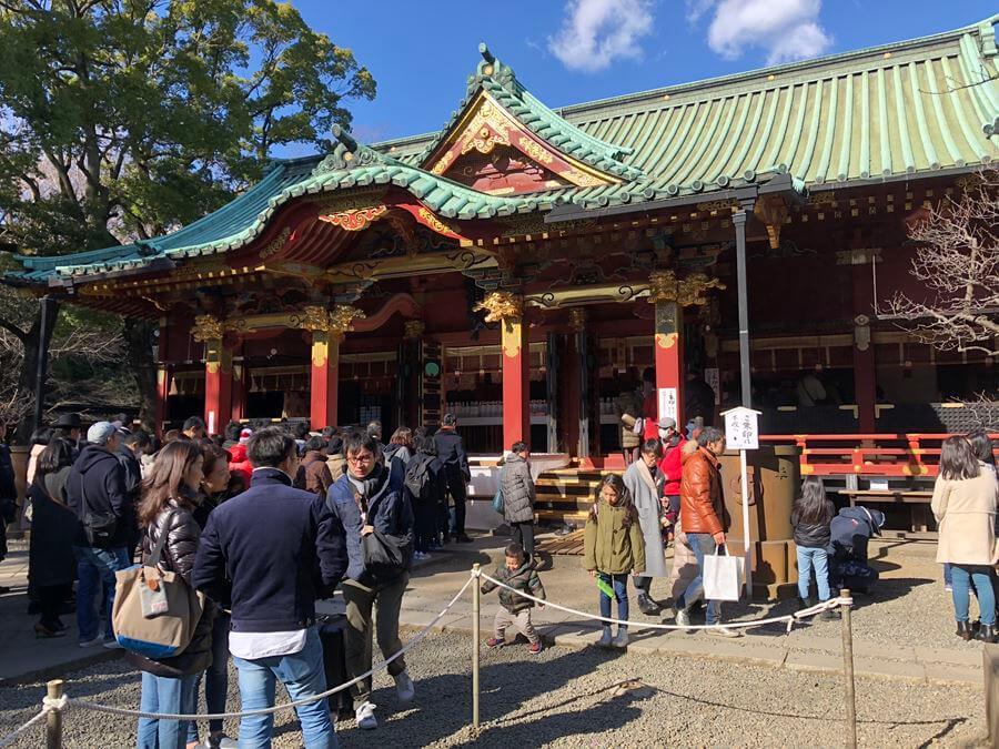 お正月の根津神社社殿