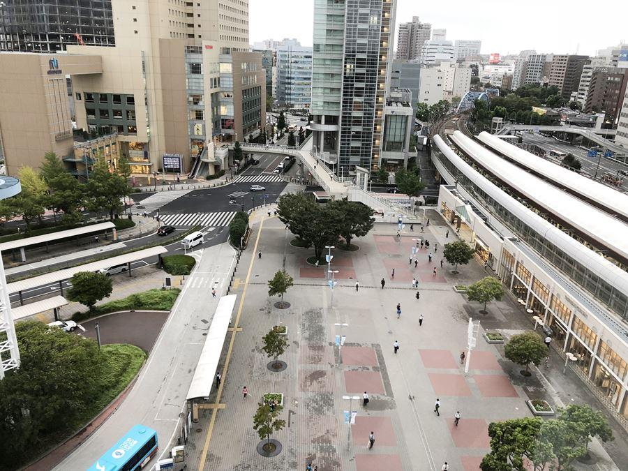 コレットマーレ7Fの男子トイレから見える桜木町駅