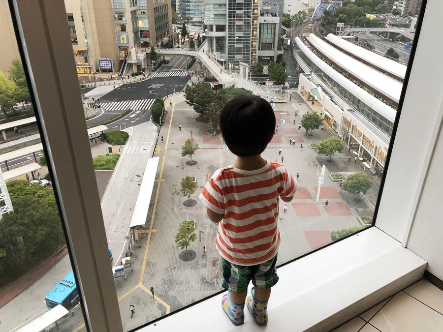 コレットマーレ7Fの男子トイレから見える景色の画像