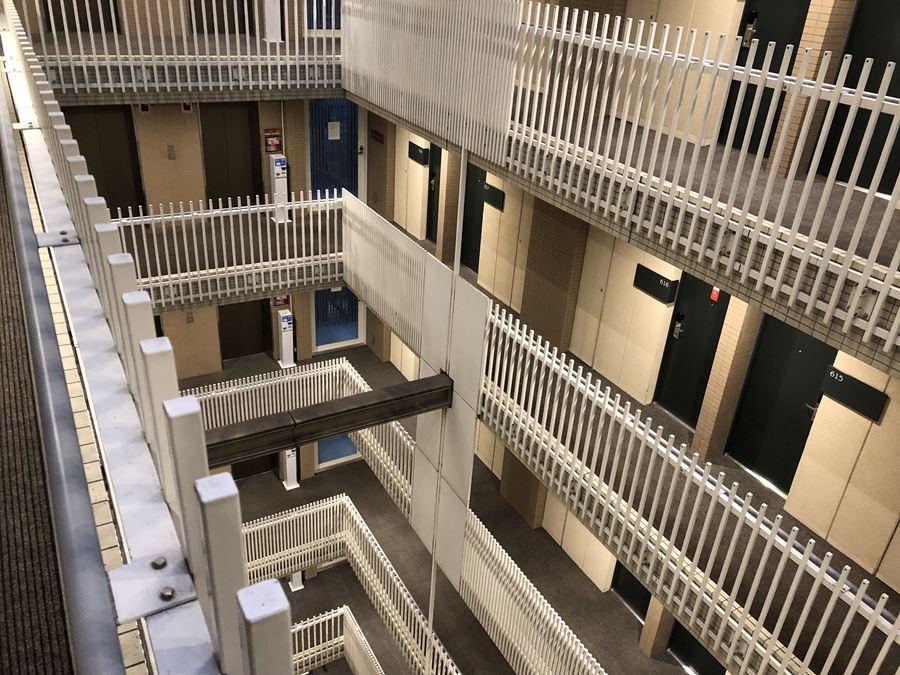 ホテルヴィラフォンテーヌ上野の内階段