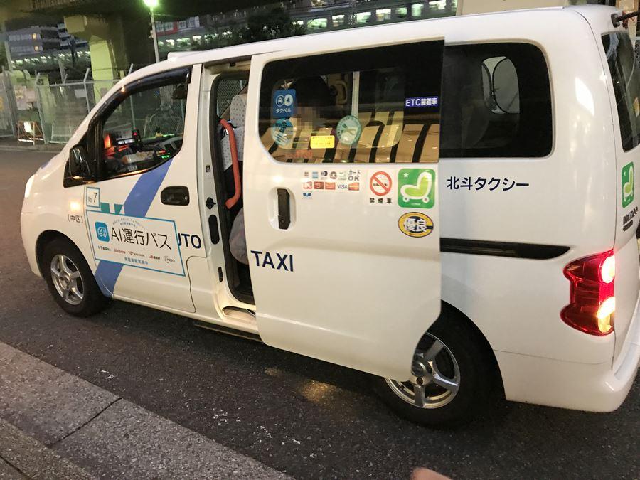 到着したAI運行バスの担当車両