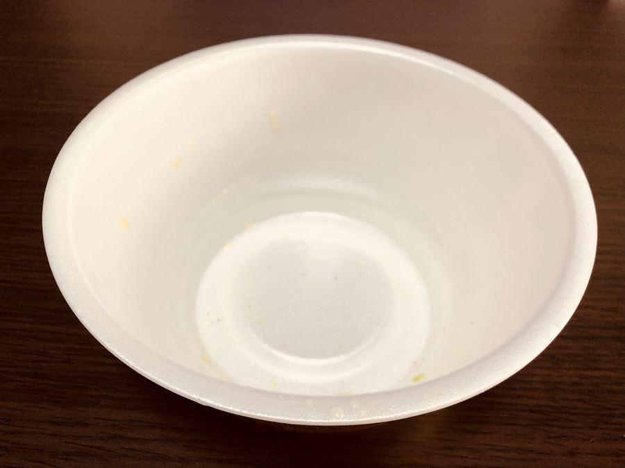 味のおぐらチャンポンのカップ麺を食べ終わったところ