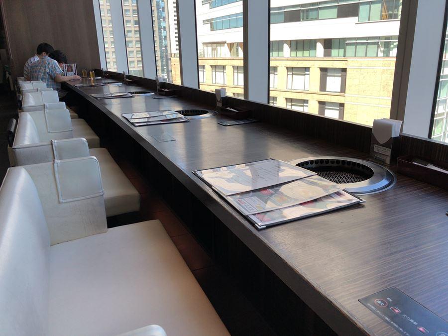 JR桜木町駅直結コレットマーレ6階にある「土古里」の窓際席