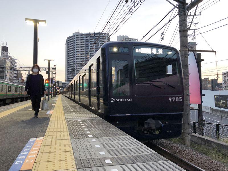 相鉄線平沼橋駅に停車する9000系リニューアル