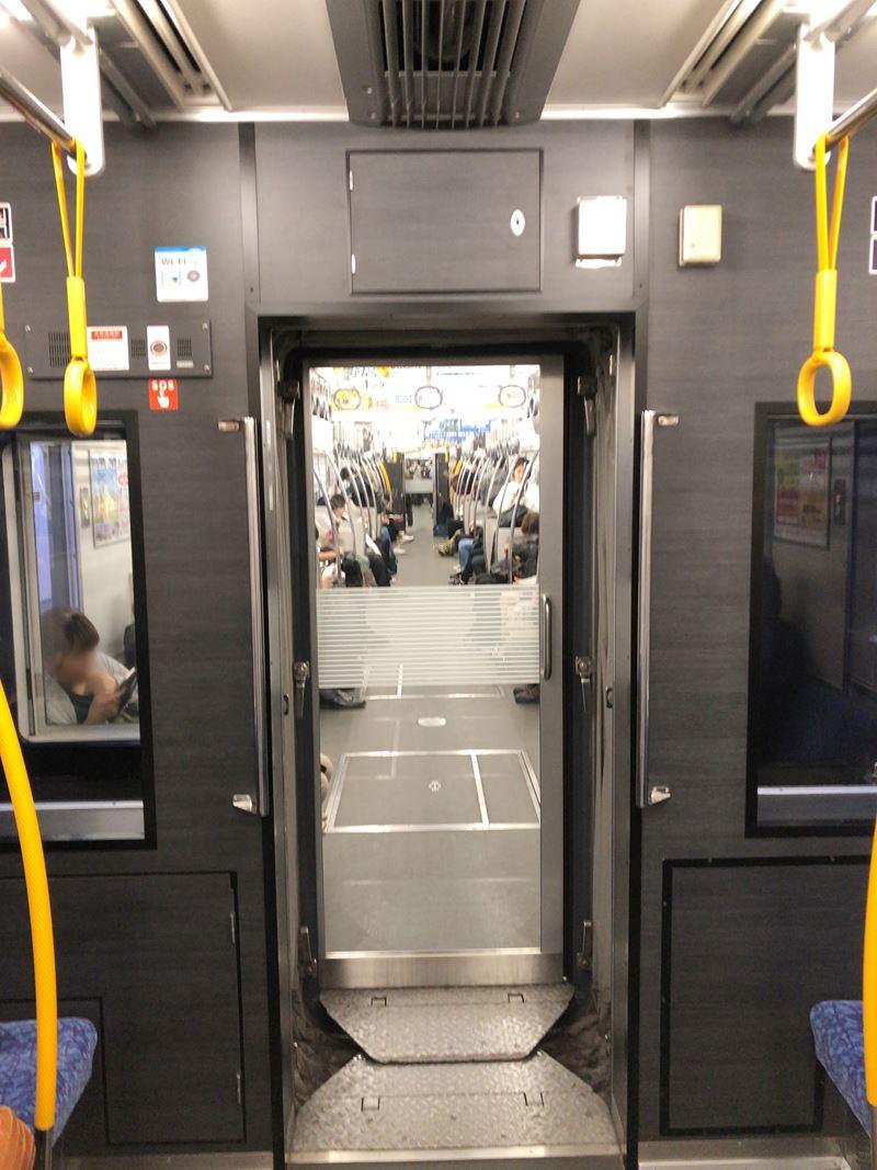 横浜駅に停まる9000系リニューアル