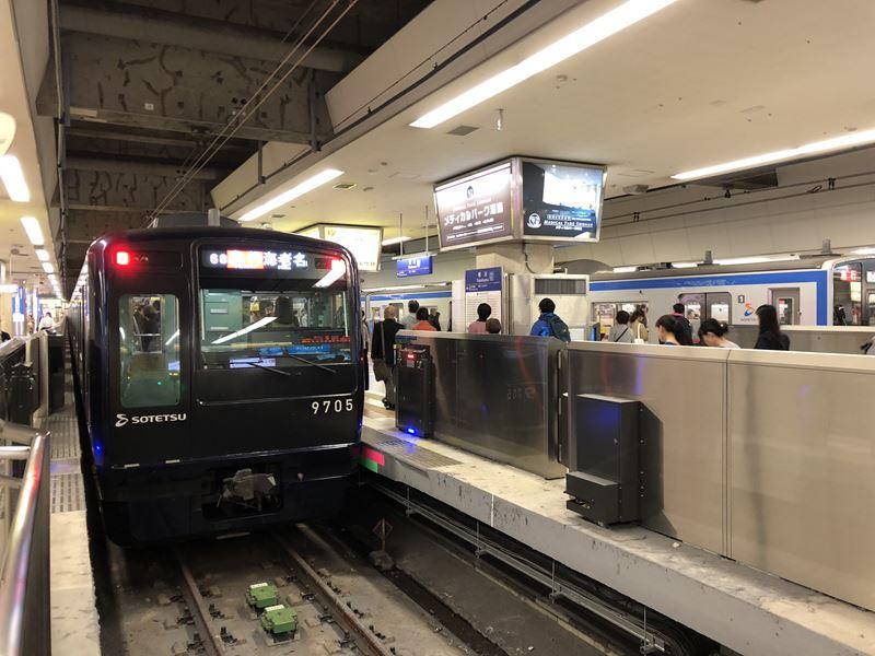 横浜駅に到着する横浜駅に停まる9000系リニューアル
