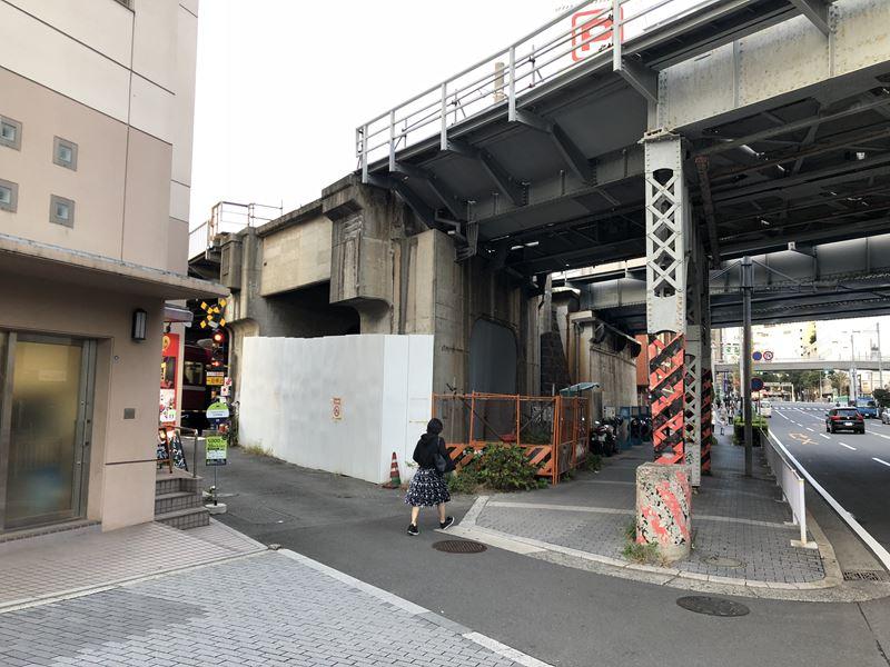 横浜駅近くにある京急線踏切