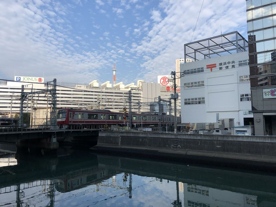 横浜駅東口、みなみ通路直通予定の複合型エンタメ施設「アソビル」外観写真