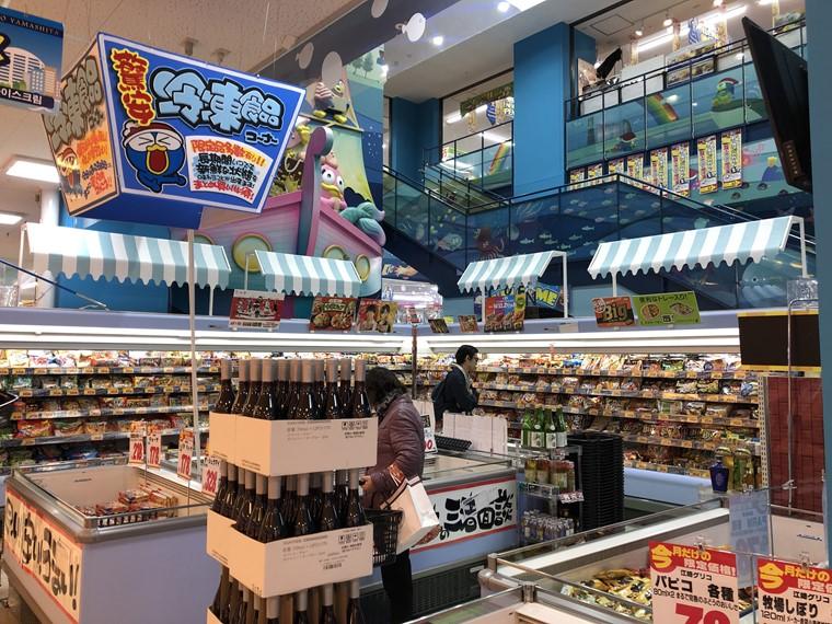 MEGAドン・キホーテ港山下総本店の地下階段部分がリニューアル