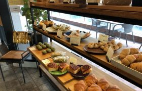 元町プラザ2Fにあるecomo bakery(エコモベーカリー)の内観