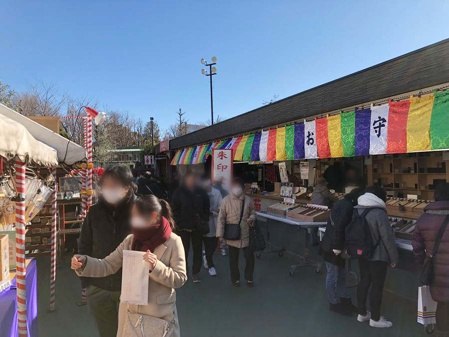 成田山東京別院深川不動堂の境内の様子