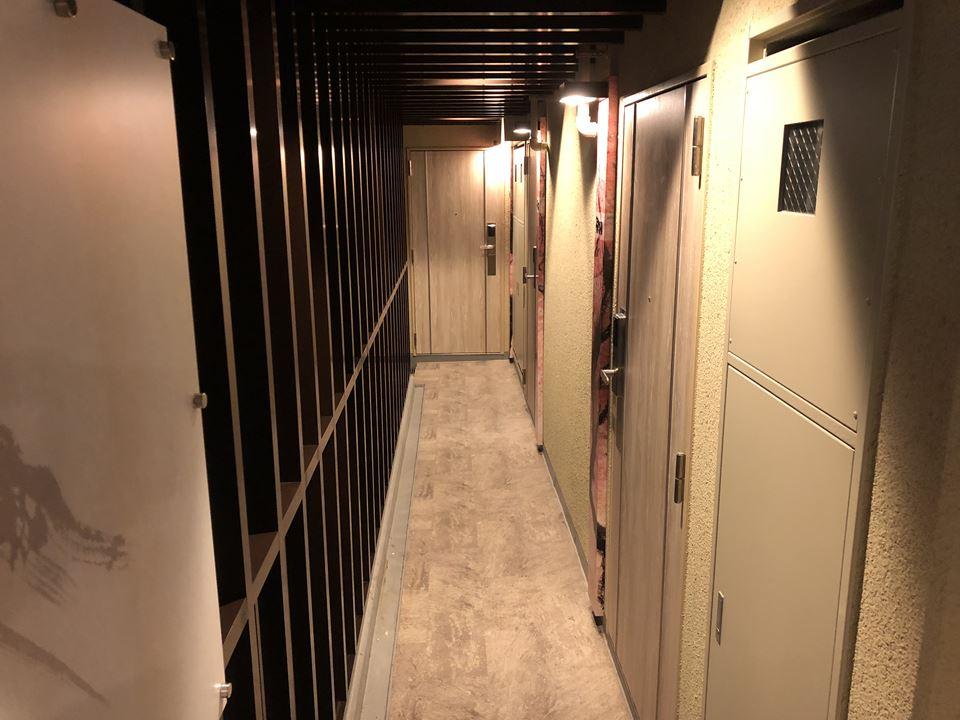 錦糸町にある桜スカイホテルの通路写真