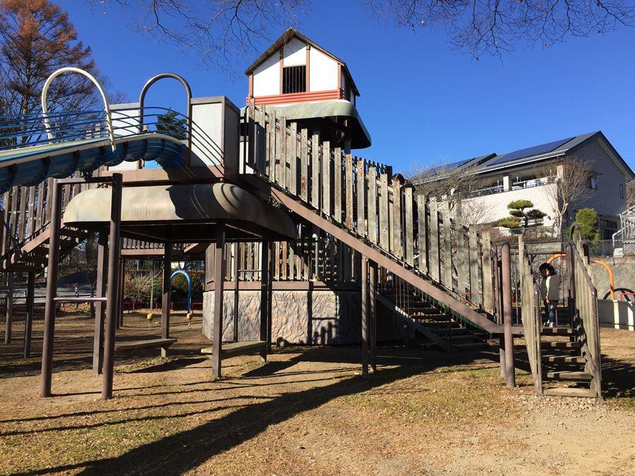 山梨県北杜市にある三分一湧水児童公園の遊具写真