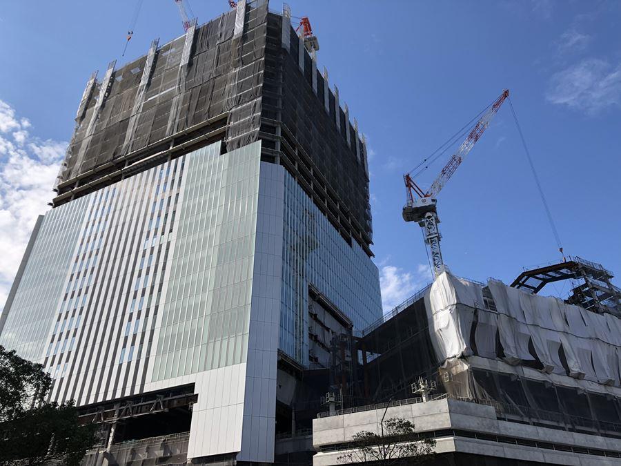 新しく建設中の横浜市役所外観写真