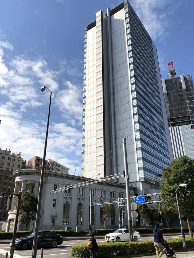 北仲通地区に建つアイランドタワーの外観写真