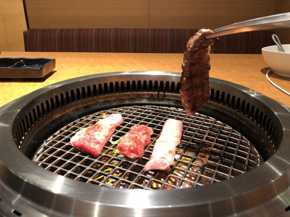 港山下ナナイロの元町de焼肉DOURAKUでのお肉写真