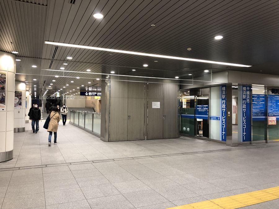 横浜駅みなみ通路からみなみ東口を見たところ