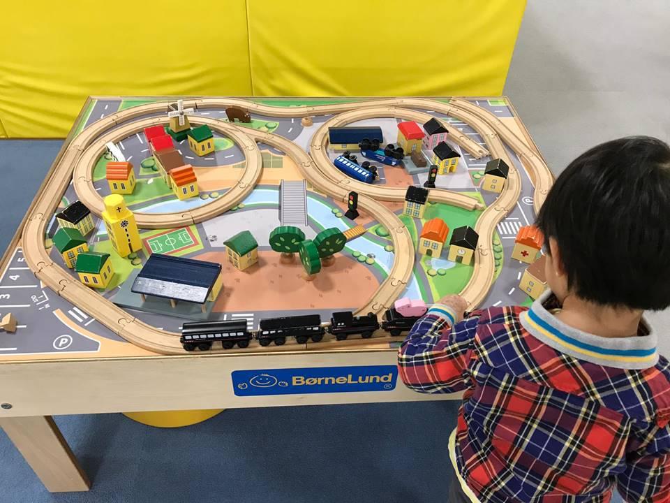 センター北駅の商業施設モザイクモール港北にあるキッズーナプラスの遊具