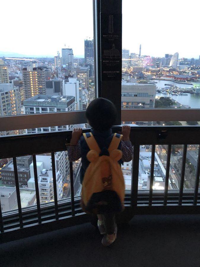 横浜マリンタワーの展望台写真