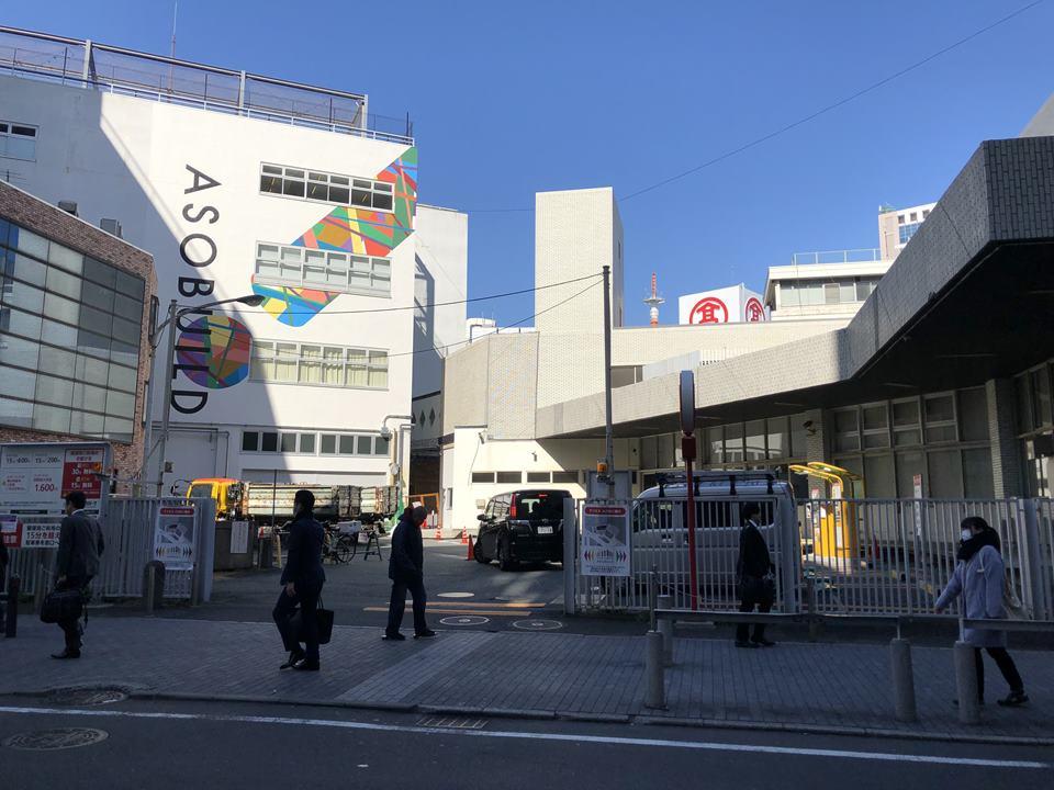 横浜駅東口アソビルの外観写真