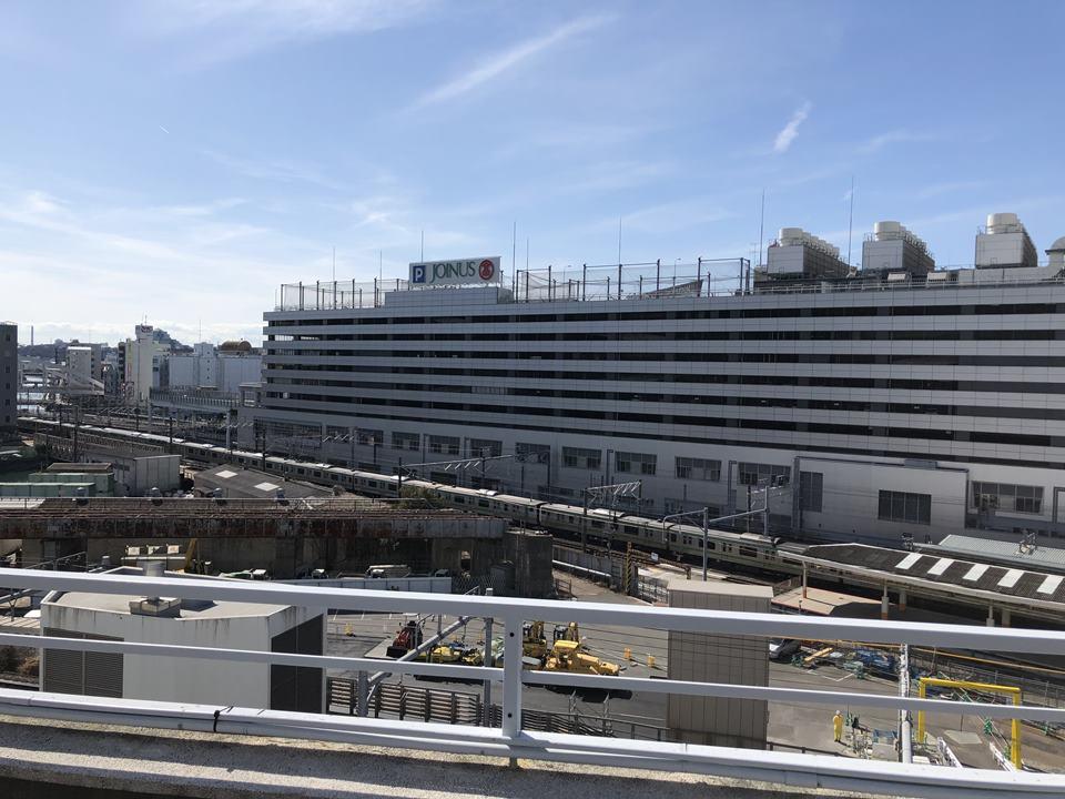 アソビルの屋上から見える横浜駅