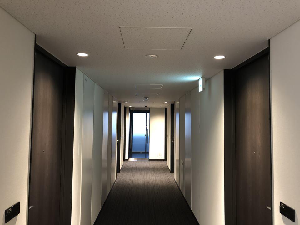 いすゞ自動車藤沢工場の目の前にあるPLAZA annexの廊下写真