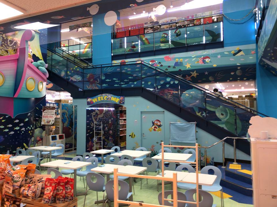 新山下にあるMEGAドン・キホーテ港山下総本店の地下スーパー