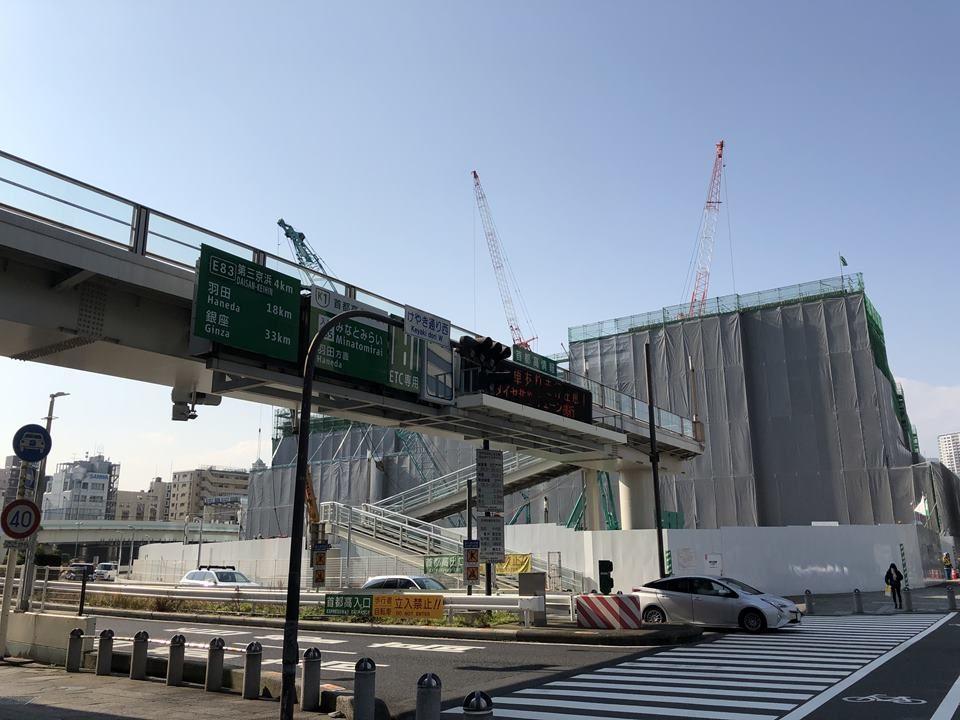 桜木町駅から続くペデストリアンデッキ写真
