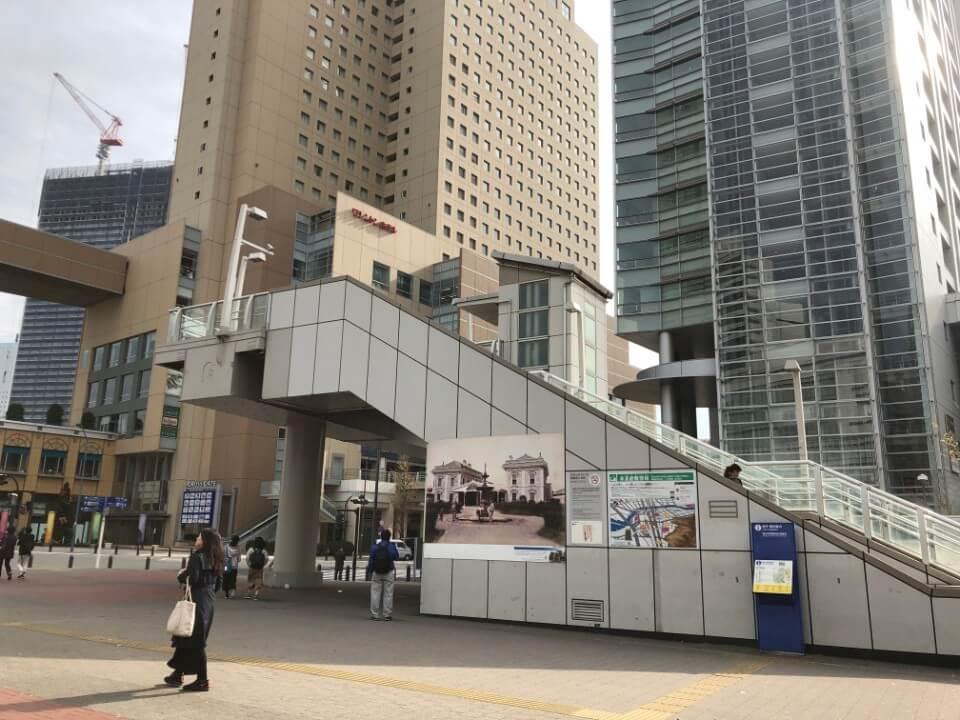 桜木町駅前にあるクロスゲートビル