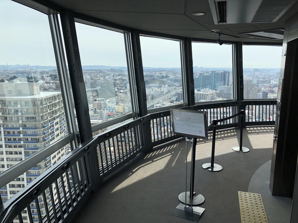 横はマリンタワーの展望台