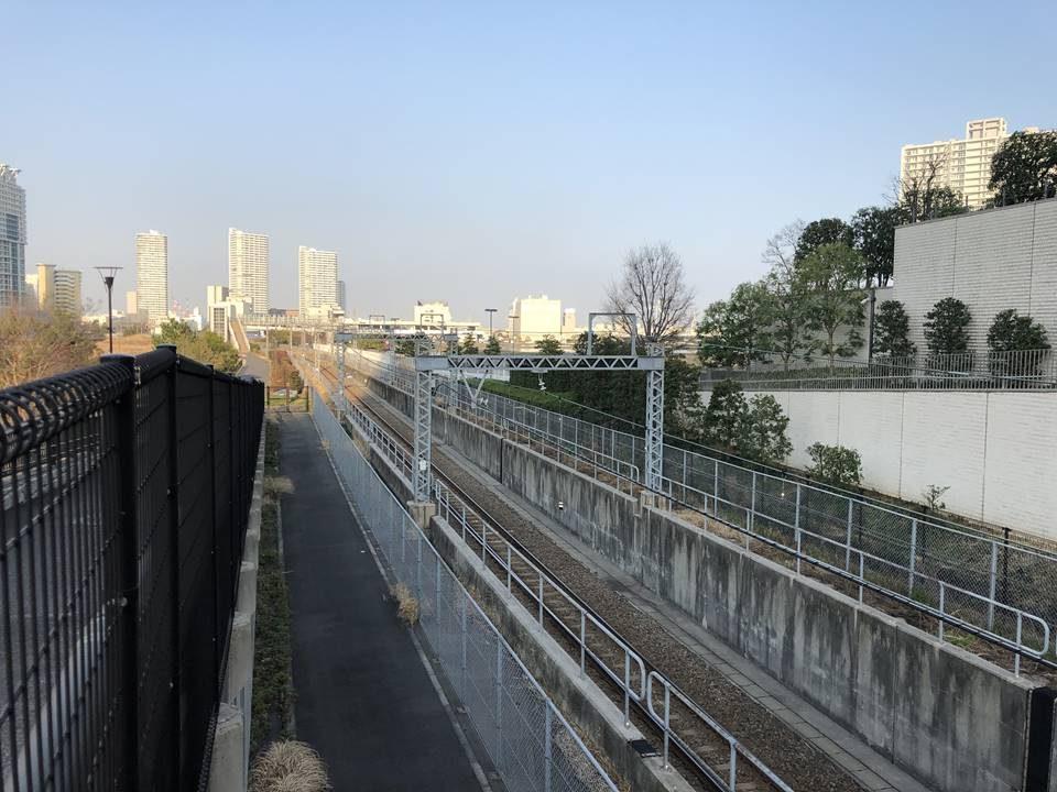 横浜駅とみなとみらいの間にある「高島水際線公園」の高島線線路