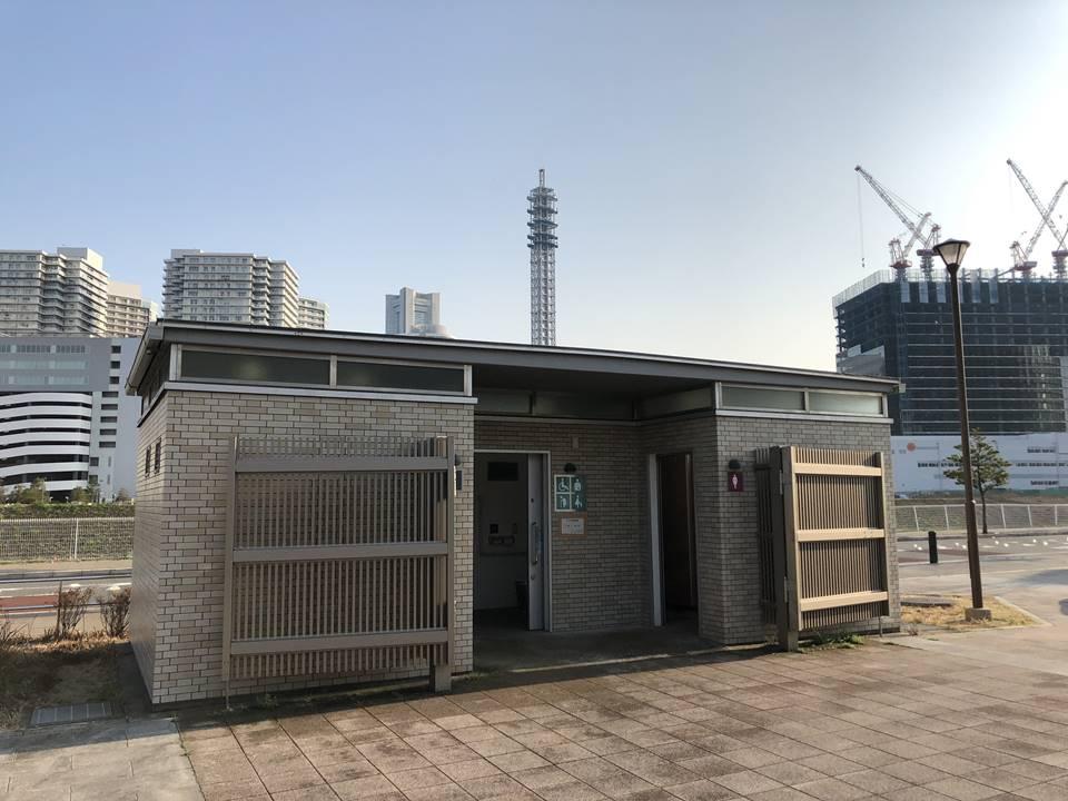 横浜駅とみなとみらいの間にある「高島水際線公園」にあるトイレ