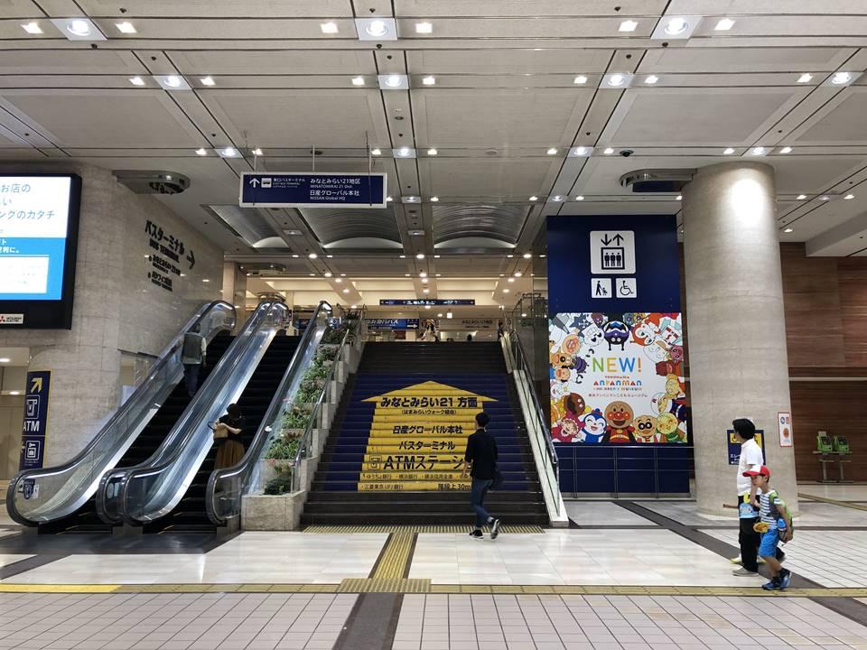 横浜駅東口、そごうにあるエスカレーター
