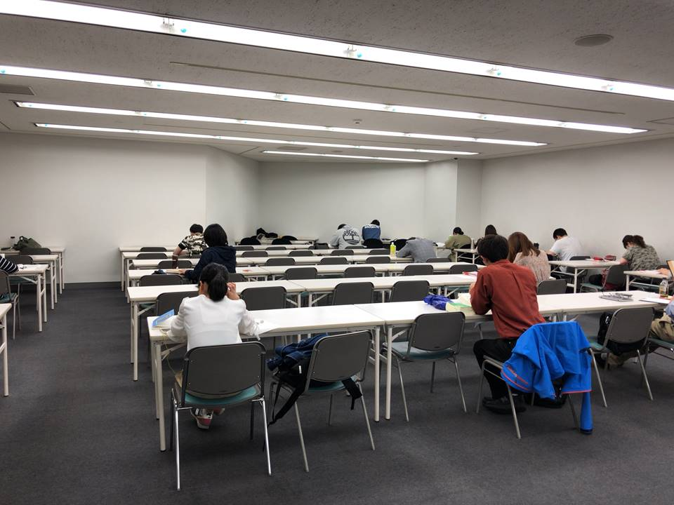 横浜市中央図書館の自習室