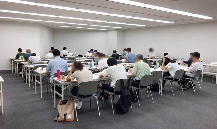 横浜市中央図書館自習室の写真