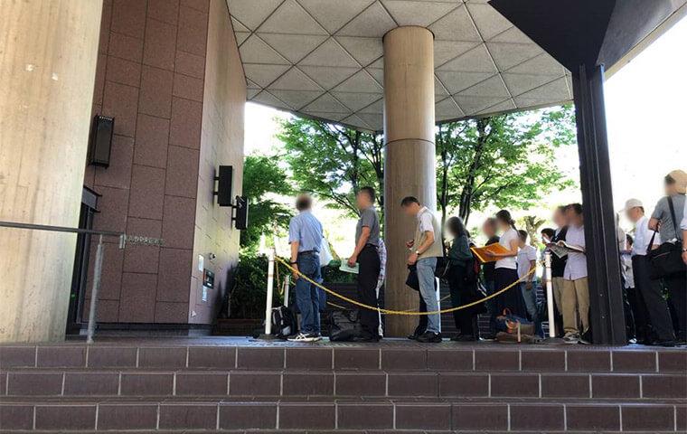 横浜市中央図書館の開館前の様子
