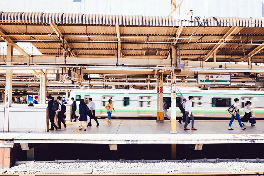 横浜駅のホーム画像