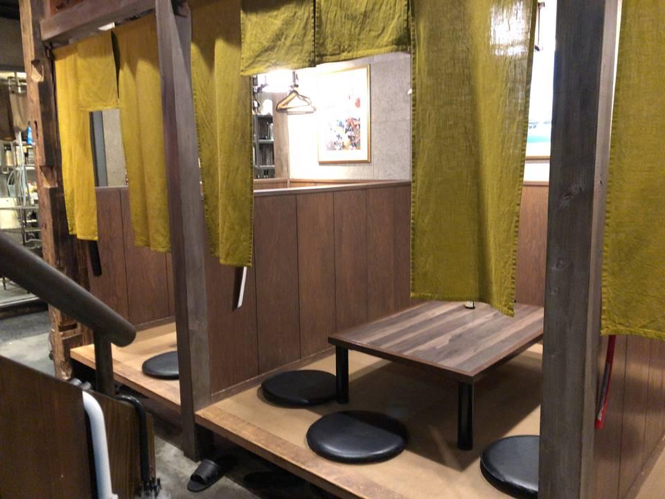 ランドマークタワーのドックヤードガーデンにある「マルカミ食堂」