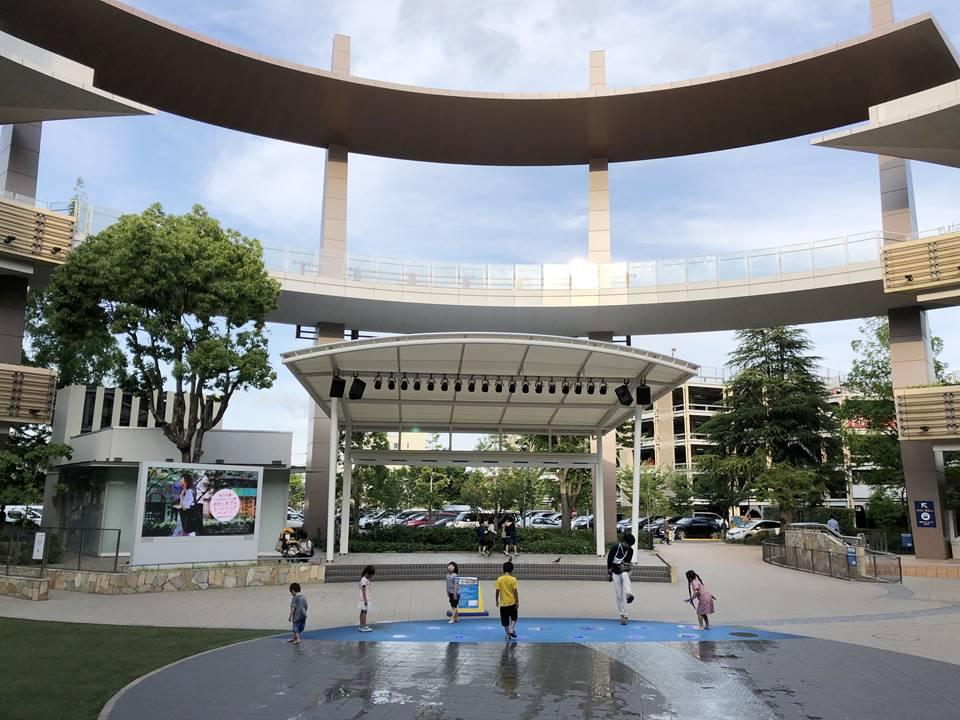 ららぽーと横浜の1Fセントラルガーデンにある噴水