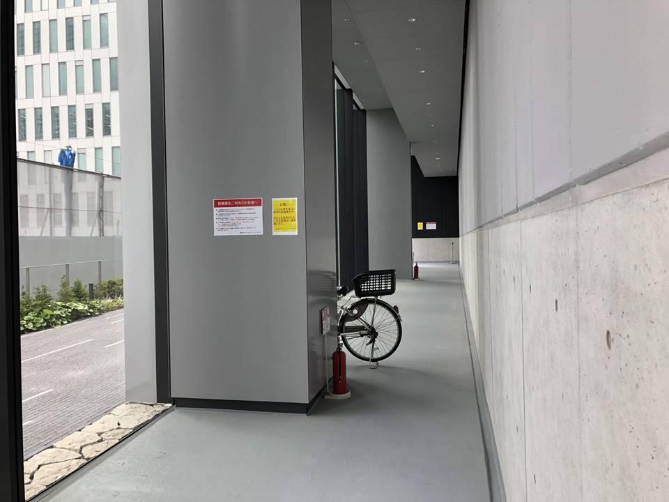 みなとみらいにある資生堂S/PARK(エスパーク)の駐輪場写真