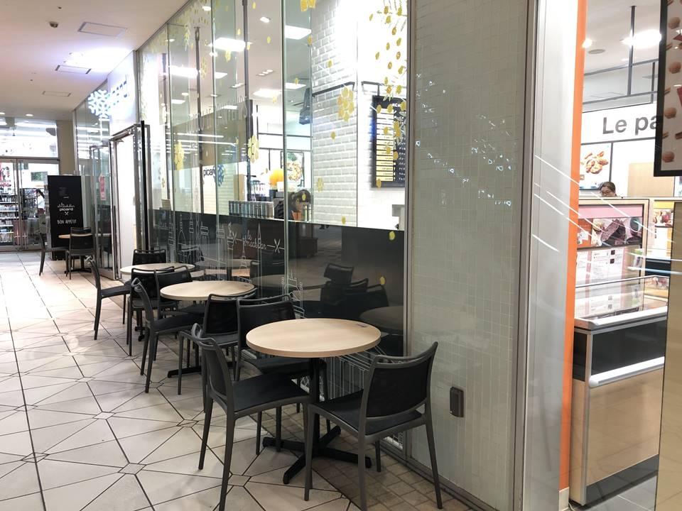 横浜ベイクォータ3Fにできた冷凍食品専門店「Picard(ピカール)」のカフェ写真