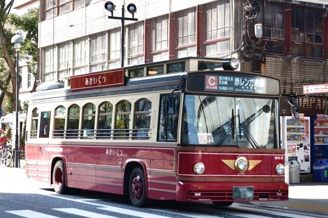 観光スポット周遊バスあかいくつの写真